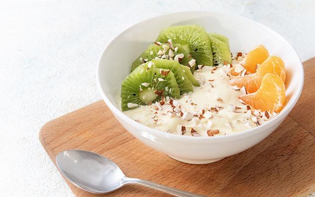 Jogurt s sadjem in oreščki