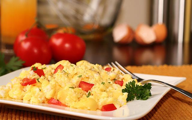 Umešana jajca s paradižnikom